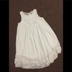 Flowing dress white